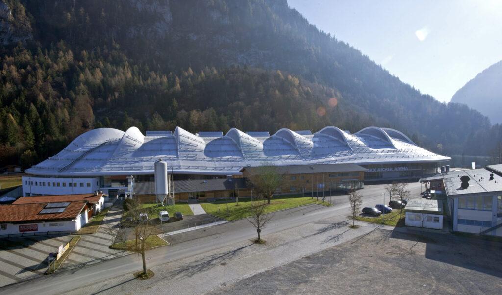 Ein Projekt, das mithilfe von QS-CostCo verwirklicht werden konnte, ist die imposante Max-Aicher-Arena in Inzell.